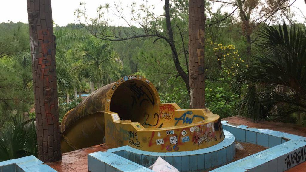 Hue-Parc-aquatique abandonned Vietnam